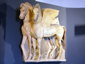 Tarquinia.-Museo-Etrusco.-I-Cavalli-alati-in-terracotta